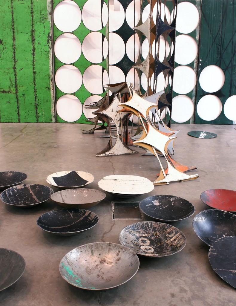 Sheela Gowda, What Yet Remains, 2017 (dettaglio).Courtessy dell'artista e Ikon Gallery, Birmingham,. Foto di Stuart Whipps. A Pirelli HangarBicocca, viale Chiese 2