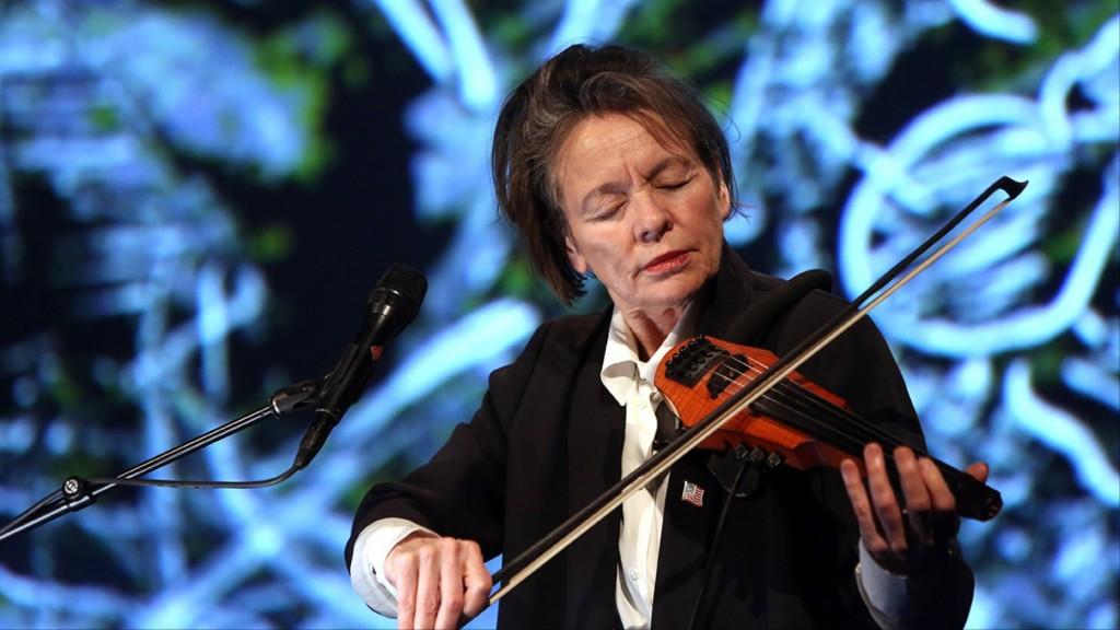 Laurie Anderson inaugura il festival Terraforma, a Villa Arconati di Castelalzzo di Bollate.