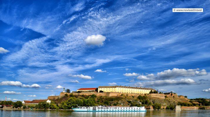 Foto Serbia: città, vigneti e monasteri