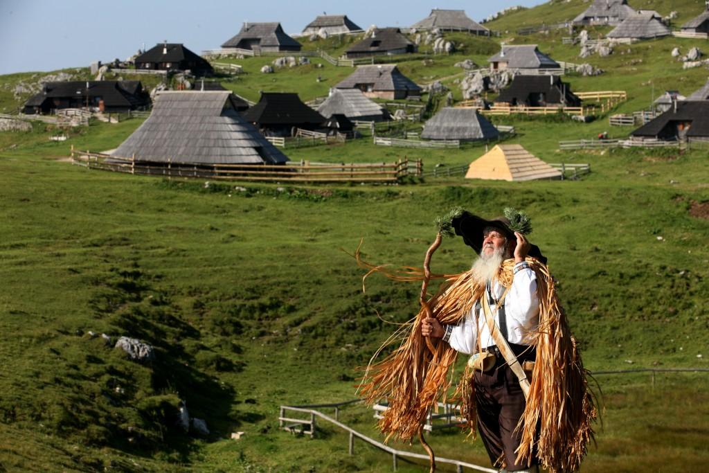 A Velika Planina il tempo sembra essersi fermato. I pastori aprono le loro case.
