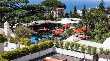 La piscina e giardino del Capri Palace