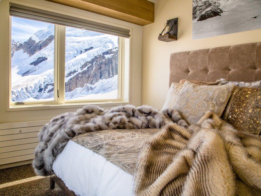 Gli interni dello stupendo chalet: semplici, caldi e moderni. Qui non c'è wi-fi o telefono (Sheldon Chalet)