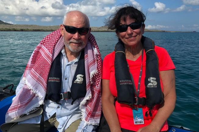 Il fotografo Steve McCurry e Simona Tedesco, direttore di DOVE.