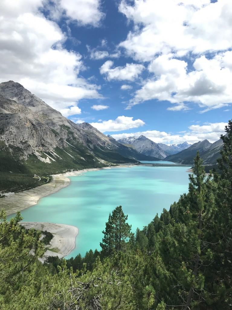 L'escursione che porta ai laghi di Cancano si fa in bici, ebike o a piedi con una camminata di circa tre ore e mezzo. Photo credit APT Livigno