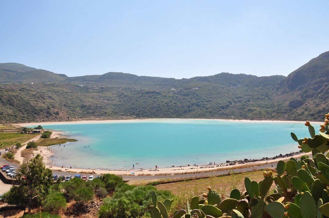 Pantelleria, tuffi, lava nera e vendemmia