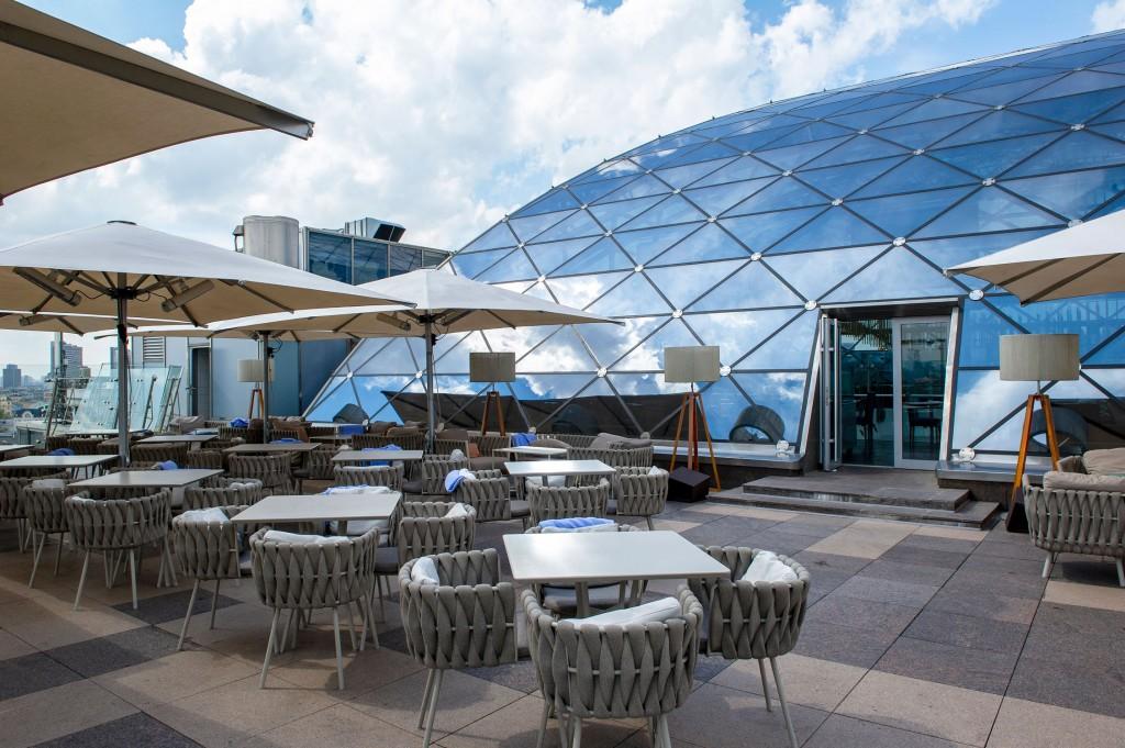L'O2 lounge, sopra il Ritz Carlton (foto: Marina Spironetti).