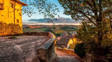 La vista dal castello di Serralunga d'Alba (ph: Realy Easy Star / Toni Spagone / IPA