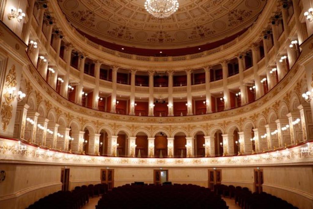 Entrare al Teatro Galli è tra le 100 esperienze al mondo da vivere nel 2019.
