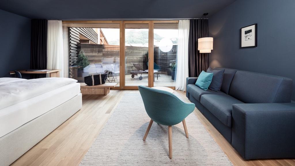 """Nel """"Lamm"""" ogni camera è un piccolo gioiello di design; alcune suite sono attrezzate con una piccola sauna finlandese all'interno o una jacuzzi sul balconcino."""