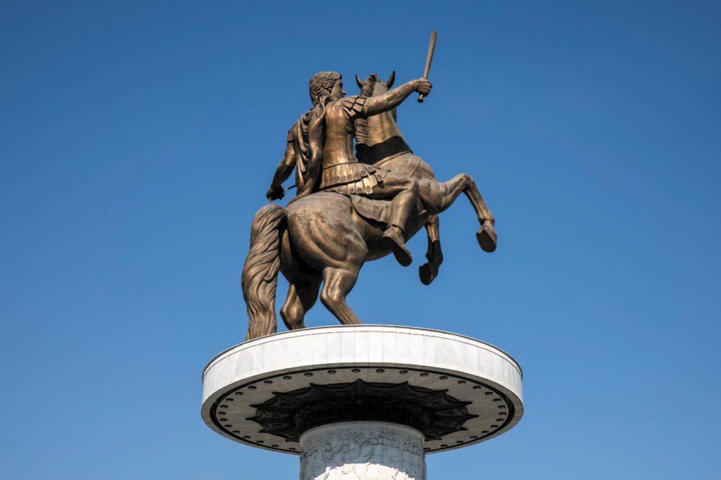 Statua del Guerriero a cavallo, a Skopje, Macedonia del Nord.