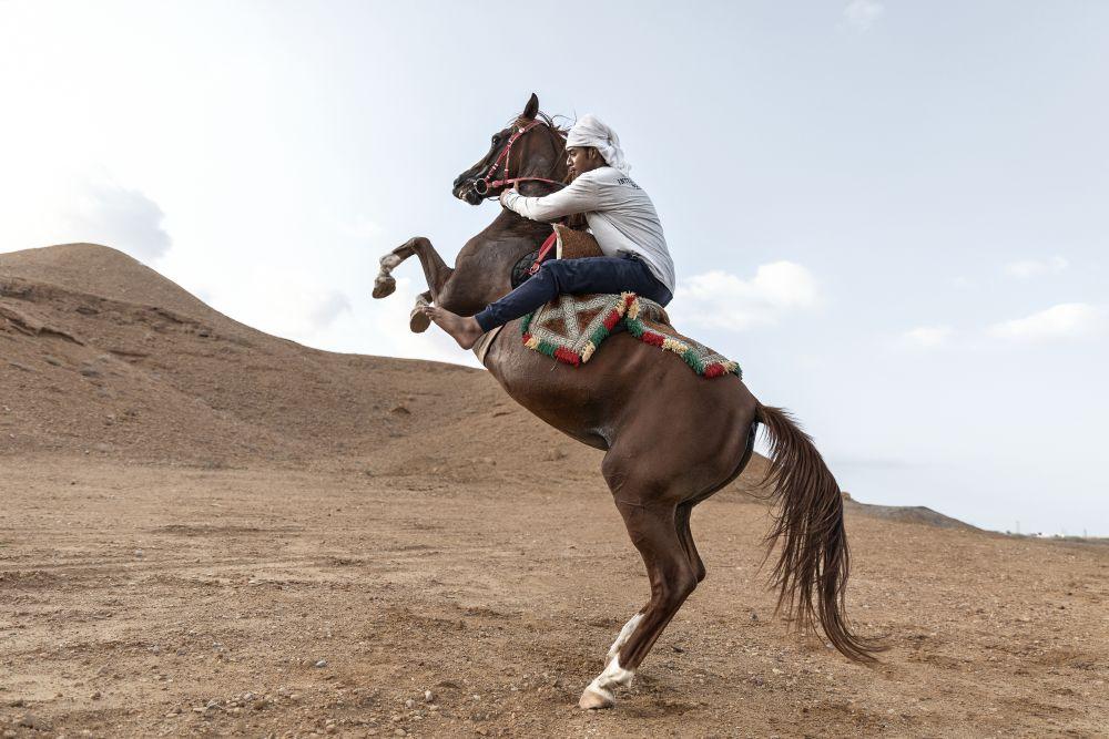 Sur, Istablat horse riding.