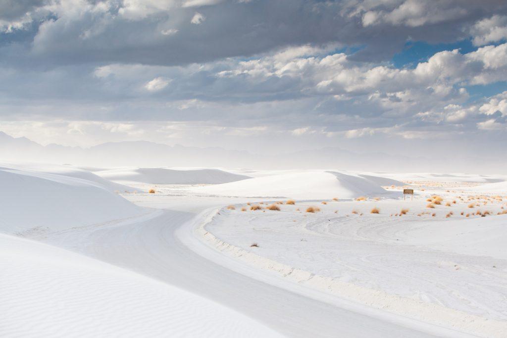 Lo spettacolare paesaggio lunare del White Sands National Park, il parco nazionale Usa nel New Mexico (ph. iStock).
