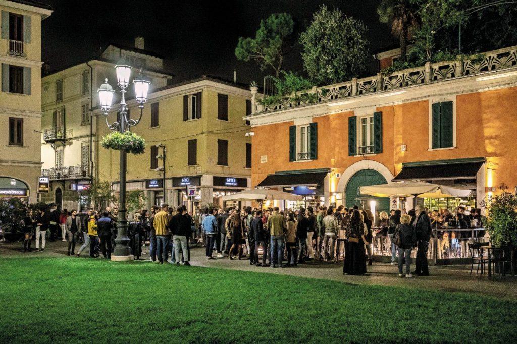 L'aperitivo in piazza Arnaldo a Brescia