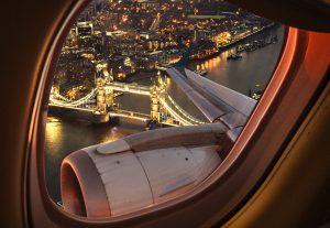 Viaggi sostenibili: il treno inquina meno dell'aereo, ecco i risparmi di CO2
