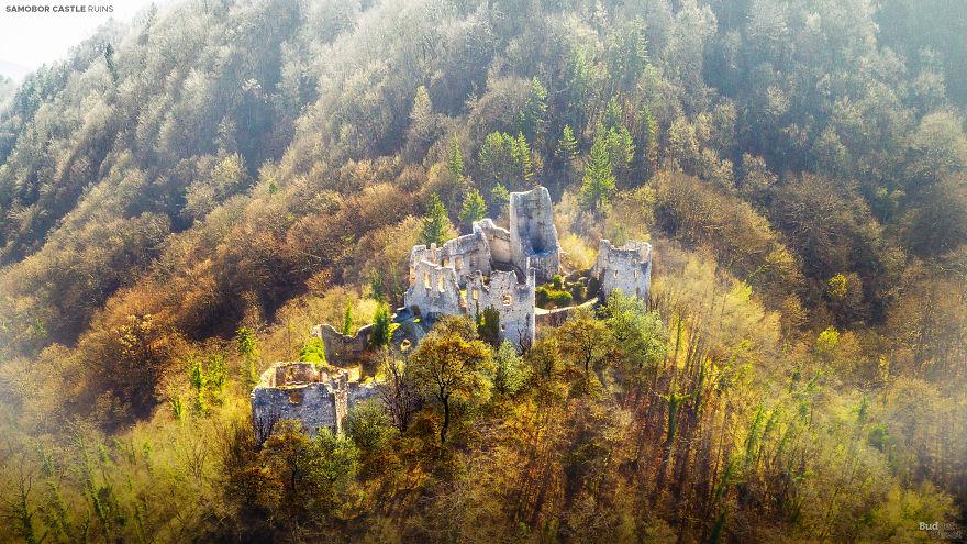 Sette castelli in Europa: ecco com'erano prima di diventare delle rovine
