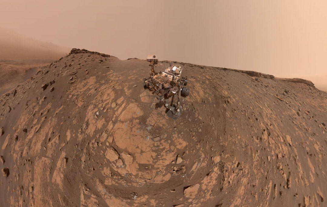 Incontri ravvicinati con il Pianeta Rosso: i selfie da Marte del rover Curiosity