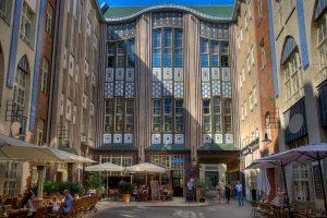 Plus Berlin, Human Company