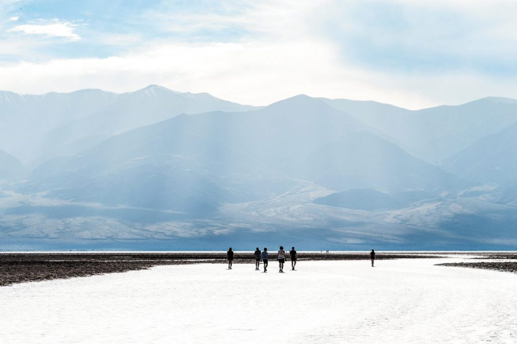 La distesa di sale di Badwater Basin, nella Valle della Morte.