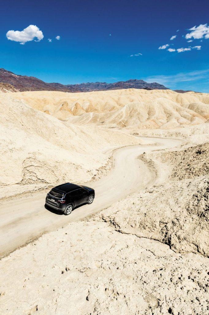 In macchina nella Death Valley.