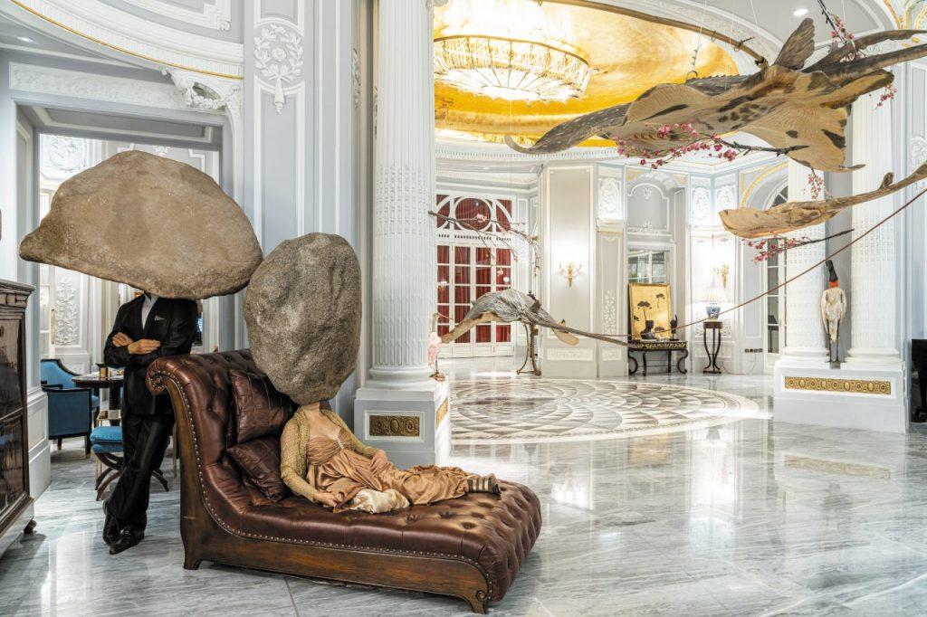 L'opera If I Died, parte della mostra di Sun Yuan & Peng Yu, all'interno del The St. Regis, nel nuovo spazio della Galleria Continua, di San Gimignano.