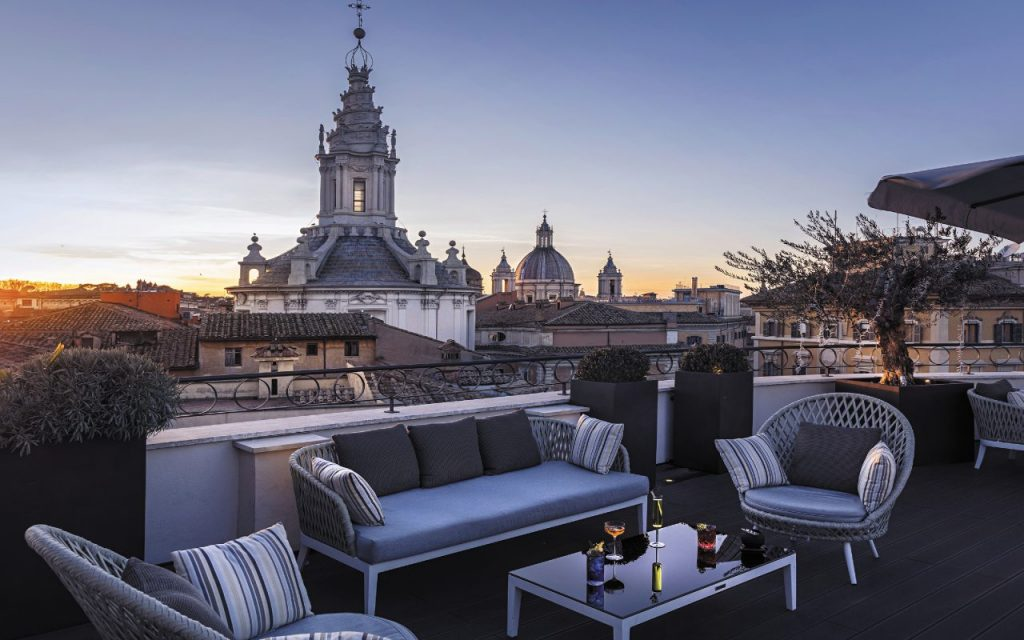 La Divinity Terrace, all'ultimo piano del The Pantheon Iconic Hotel.
