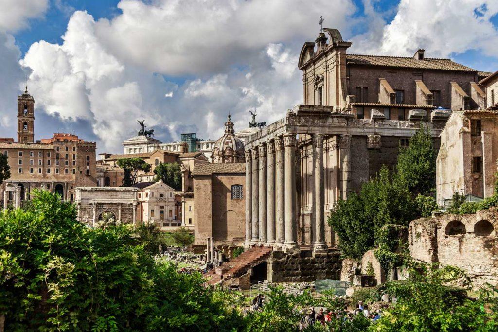 Vista del Foro con la chiesa di San Lorenzo in Miranda
