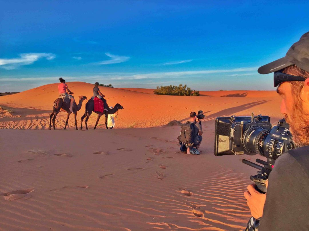 """Nel deserto del Marocco: il backstage del film """"Se mi abbracci non avere paura"""""""