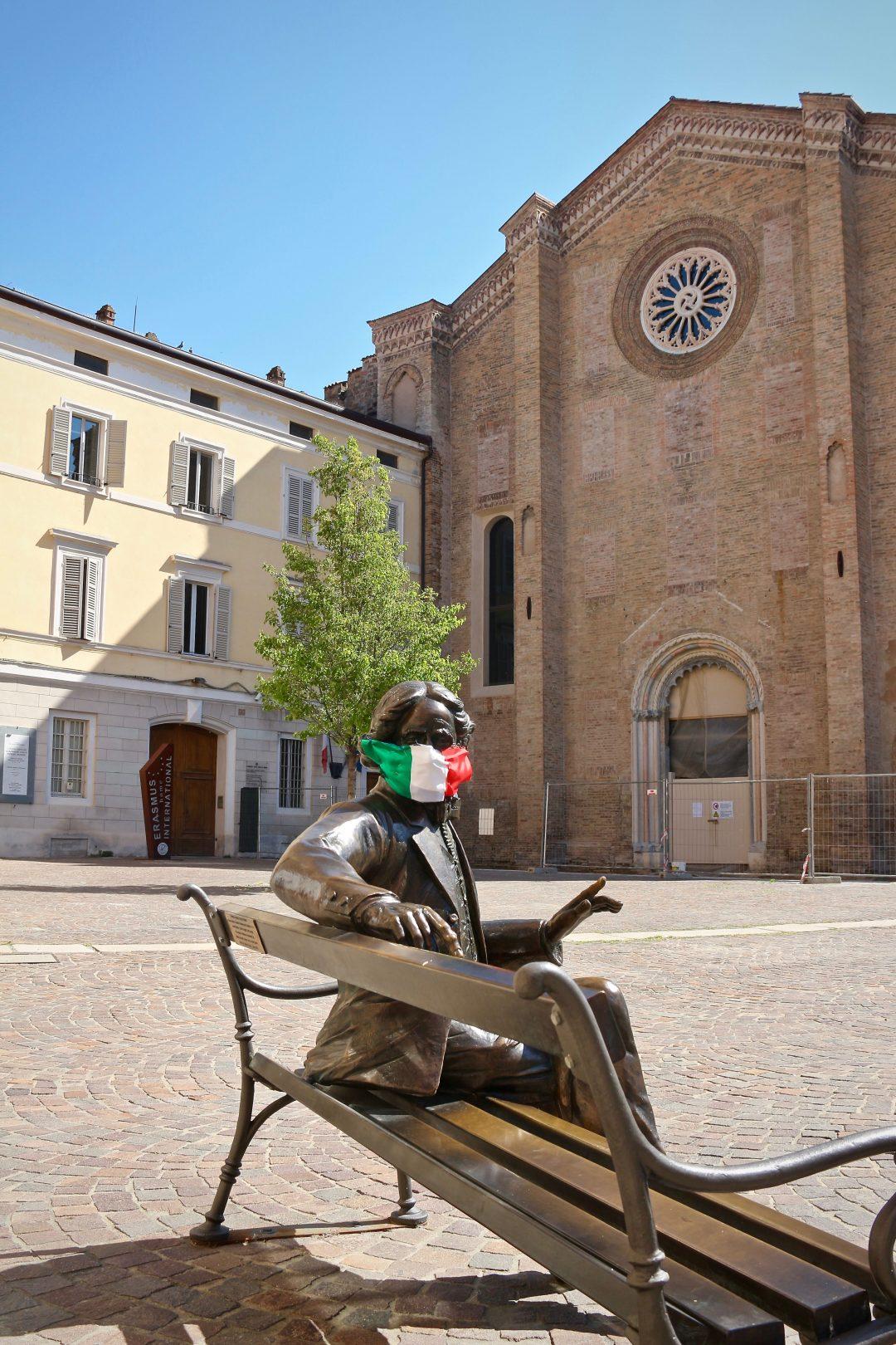 Parma, a spasso nella città deserta