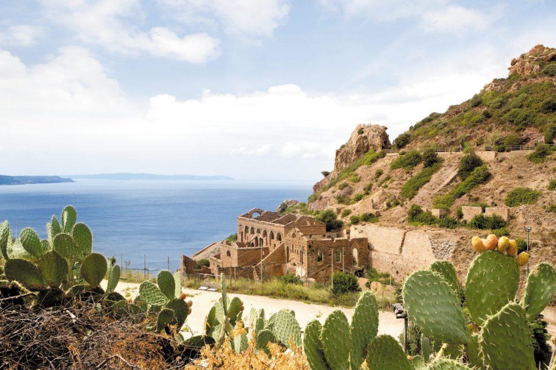 Sardegna, mare a Sud Ovest: le spiagge più belle e i luoghi da scoprire