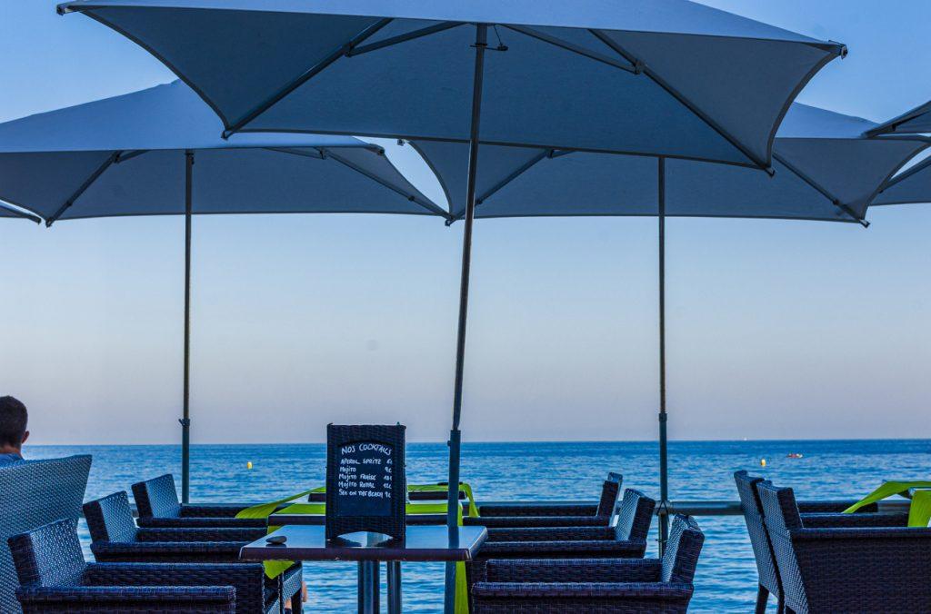 Andare al ristorante in fase 2, il dehors sul mare
