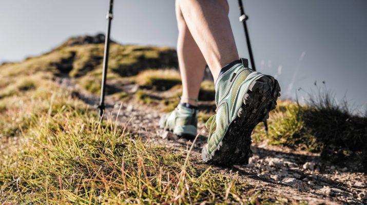 Foto Scarpe per trekking, cammini e passeggiate: come sceglierle, quali comprare. La guida all'acquisto
