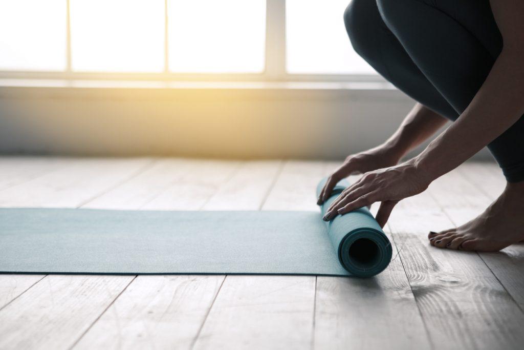 La Giornata internazionale dello Yoga 2020 si celebra con diversi eventi speciali nei centri italiani (istockphoto)
