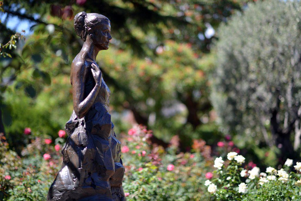 statua nel Roseto Princesse Grace a Monaco