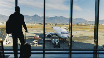 coronavirus voli aerei cosa cambia: autocertificazione, bagaglio e mascherina le nuove regole per volare