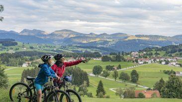 gita in bicicletta con gli accessori bici: casco e gps