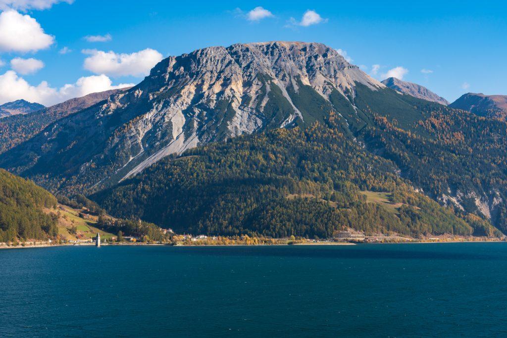 montagne intorno al lago di Resia Val Venosta