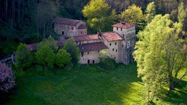 Il monastero di Torba lungo la Via Francisca del Lucomagno (Foto di Giorgio Majno, FAI)