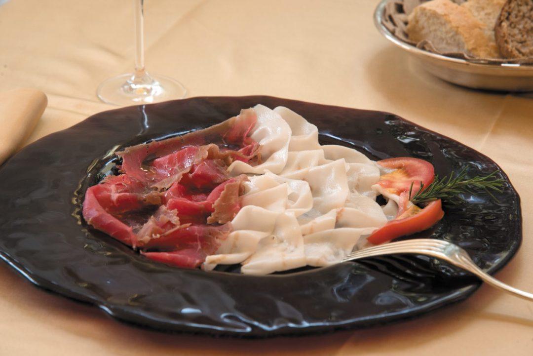 Lunigiana, cosa mangiare in un tour per golosi: borghi (e assaggi) indimenticabili