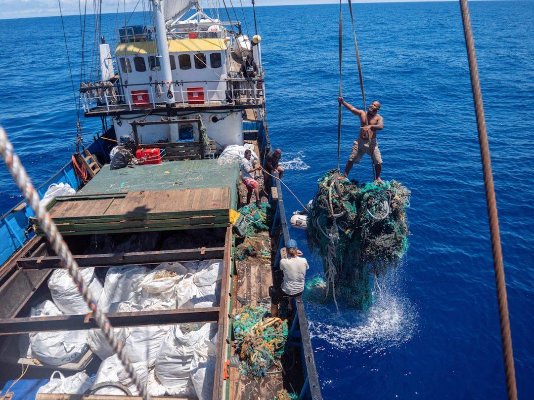 Raccolta record di plastica nel Pacifico: organizzazione ambientalista Usa ne recupera oltre 100 tonnellate in una sola missione