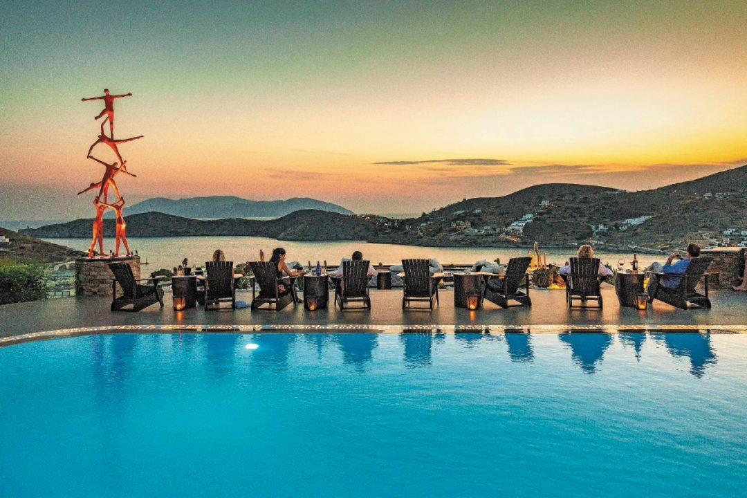 L'isola di Ios in Grecia: cosa vedere, tra spiagge, locali e stradine della Chora
