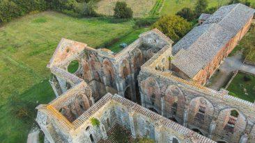 Val di Merse, cosa vedere: l'abbazia di San Galgano, famosa per la spada nella roccia