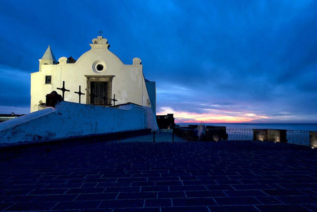 Ischia Golfo di Napoli Isola Verde Terme vacanze italia chiesa notturna