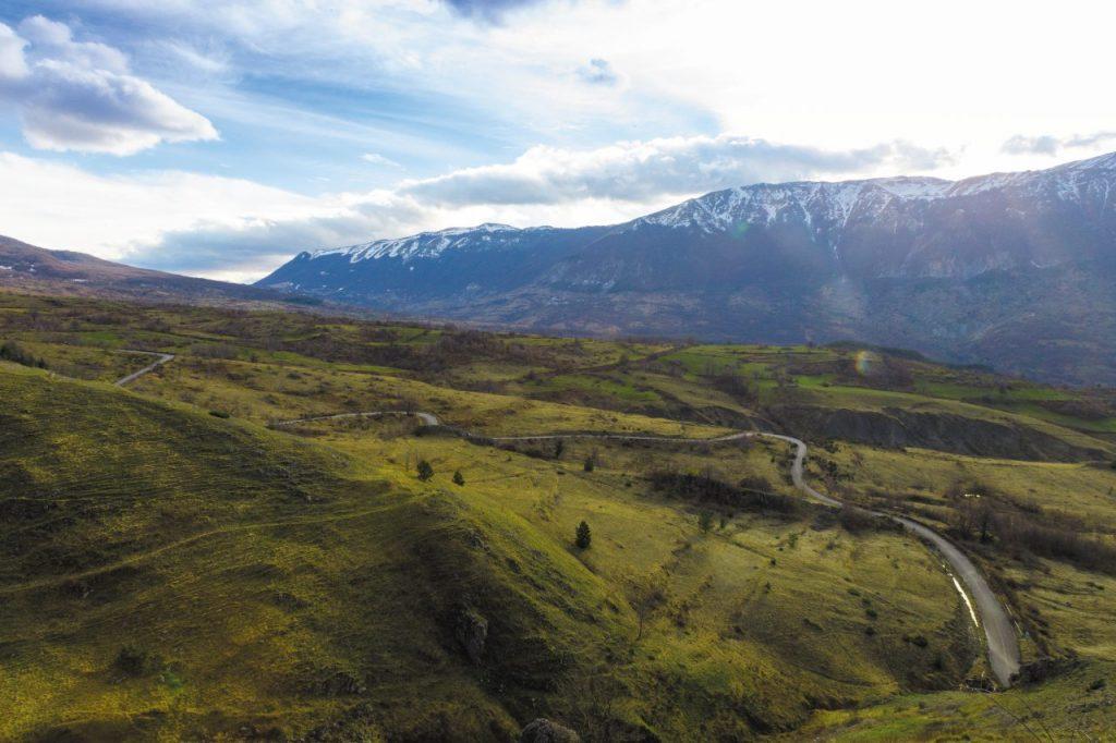 Trekking con vista sul monte Pescofalcone