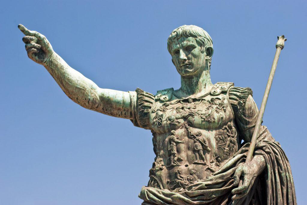 Statua di Augusto imperatore che istituì le feriae agugustus