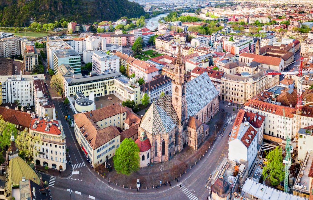 Il Bolzano Festival 2020 porta i concerti nelle piazze e nei cortili della città (ph. Istock)