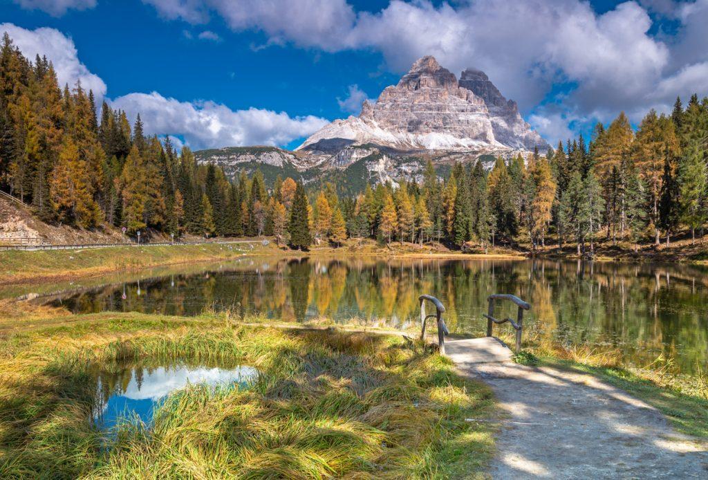 Lago di Misurina, passeggiate: si raggiunge a piedi il Lago di Antorno