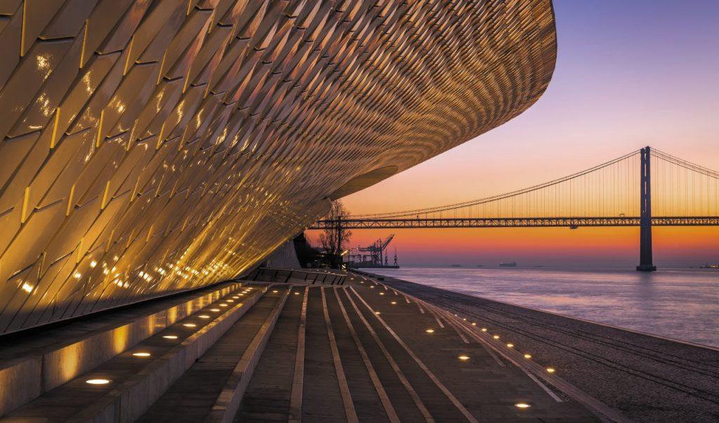 i volumi spettacolari del Maat, il Museo di arte, architettura e tecnologia di Lisbona.