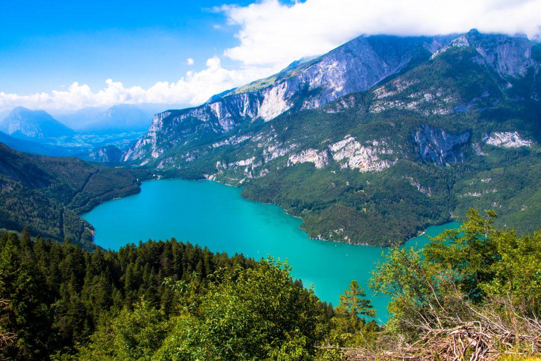 Mountain Future Festival si svolge sull'altopiano di Fai della Paganella, tra monti e il lago di Molveno