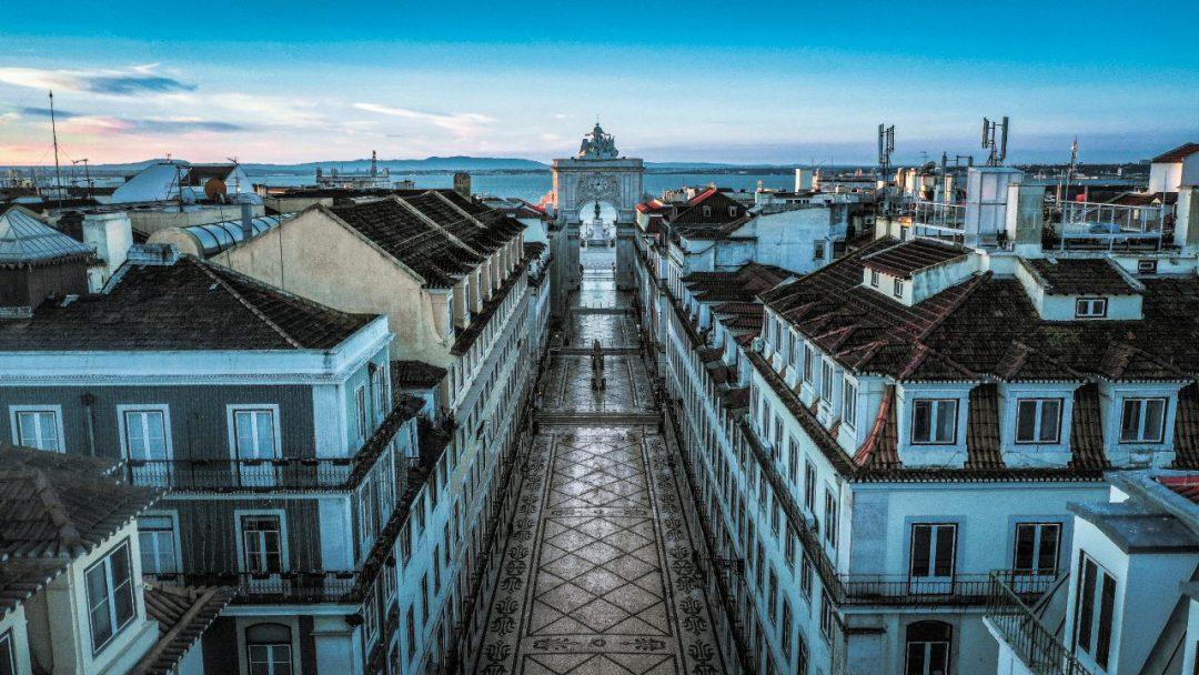 Veduta della Baixa di Lisbona con l'Arco da Rua Augusta sullo sfondo