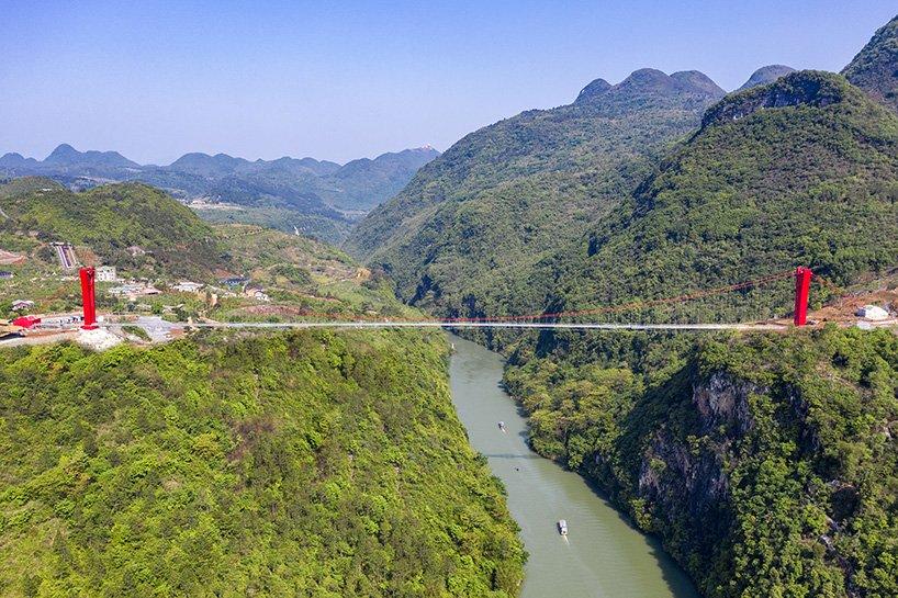 Cina: ecco il (nuovo) ponte di vetro sospeso più lungo del mondo